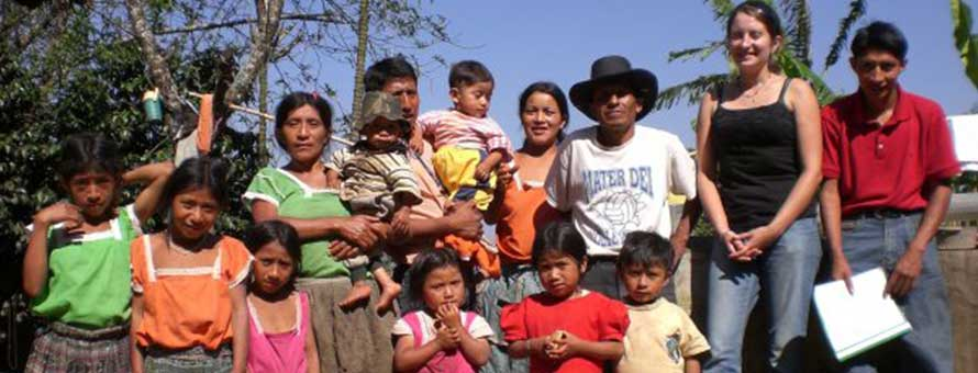 Photo of Ally Snell with her host family in Guatemala.